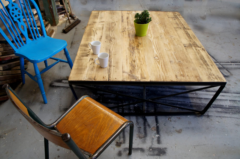 Vintage Industrial Style Coffee Table With Metal Legs A Rugged Look Hot Girls Wallpaper