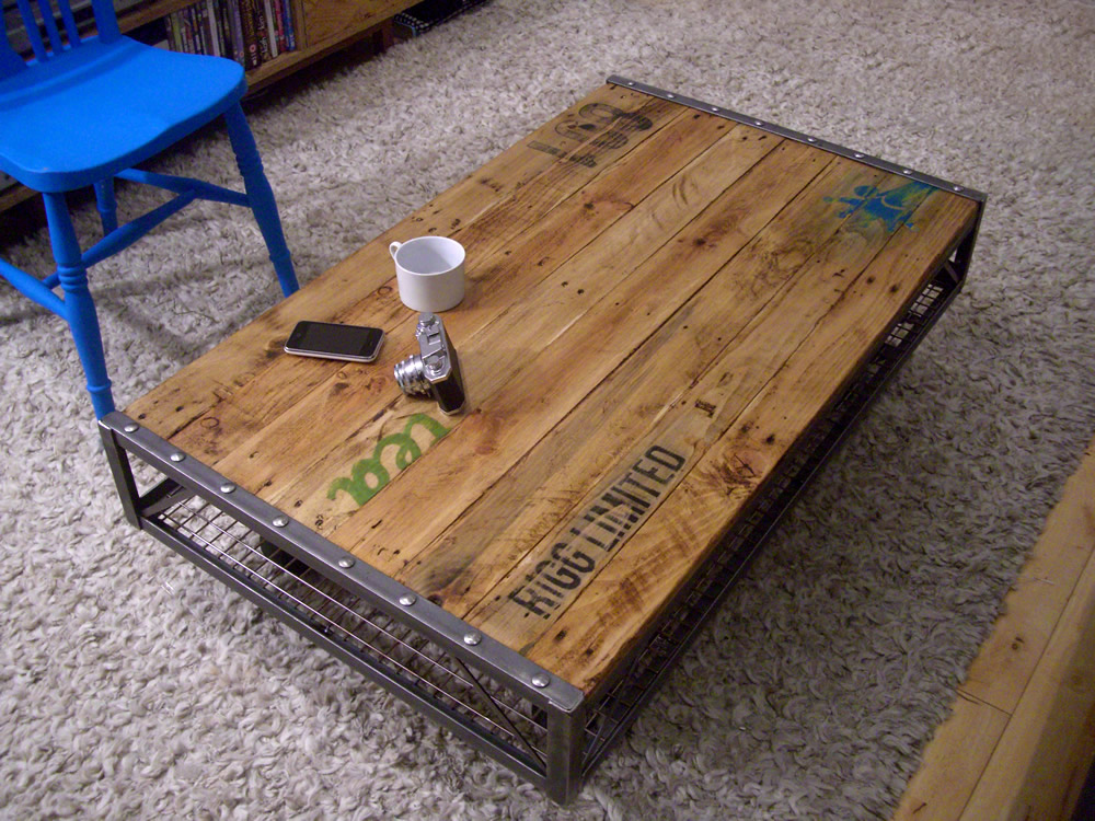 Industrial pallet coffee table for Table basse bois metal