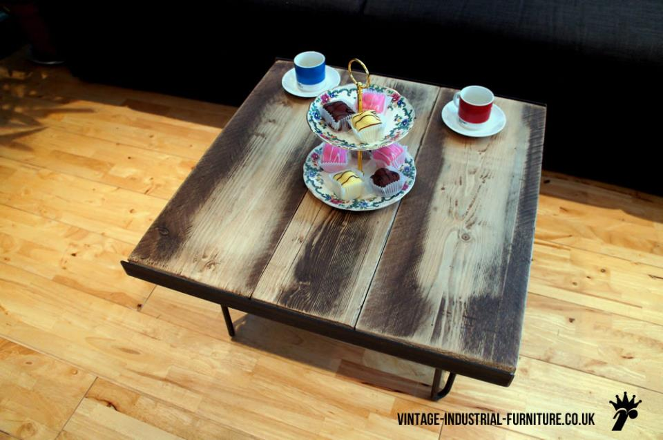 Coffee Table with Cakestand