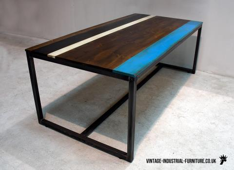 Grafik Dining Table